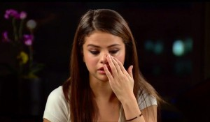 selena-crying