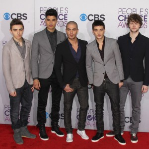The Wanted arrives at the 2013 People's Choice Awards